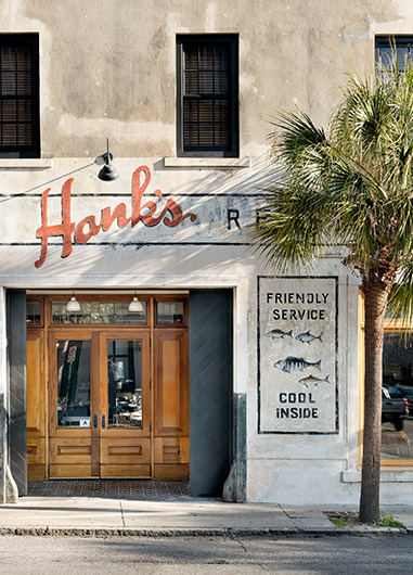 Hanks restaurant with faded sign